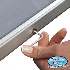LOCKABLE Anodised Aluminium 32mm Snapframes A0