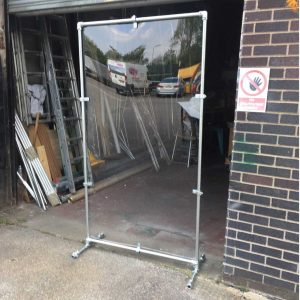 Free standingsneeze screen metal frame