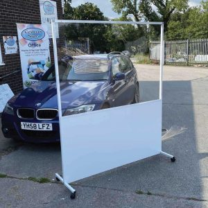 Free standing social distancing screen